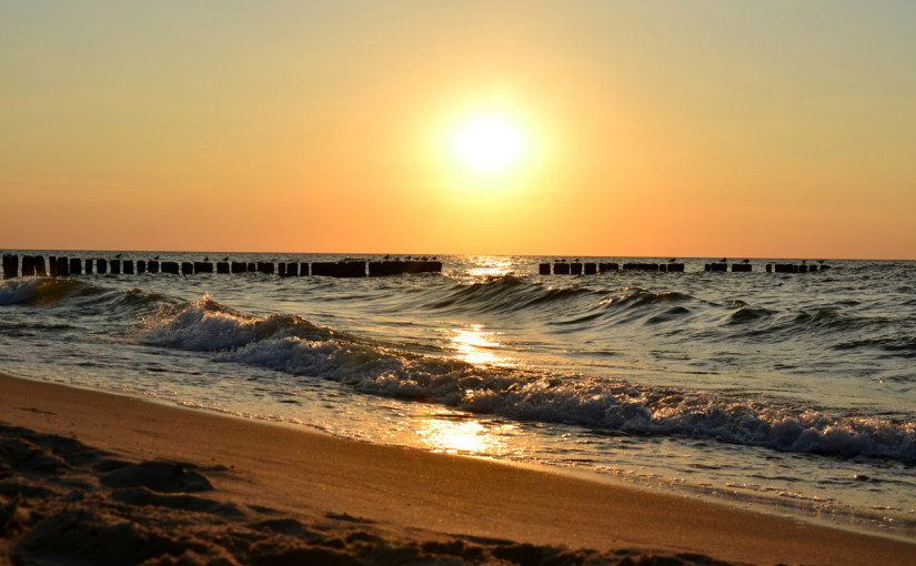 Lato! Jeśli jest ciepło, to idziemy na plażę, a tam…